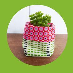 fr_mini_cache_pot_tissu_8_cm_pour_mini_plante_mini_cactus_tissus_rose_fluo_et_waw_vert_et_noir_
