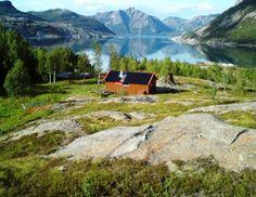 Cabin for rent in Norway https://www.inatur.no/hytte/51a06bf5e4b03b04885e066f/langnesbu-ligger-i-sorfjorden-et-stykke-fra-sjokanten | Inatur.no