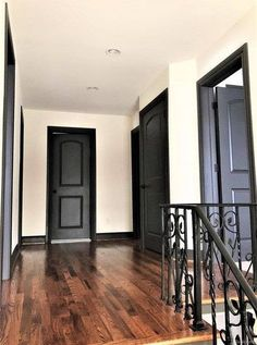 Trendy Interior Door Colors With Dark Trim Stairs Ideas Black Trim Interior, Interior Door Colors, Interior Stairs, Interior Design, Stair Wall Decor, Stair Walls, Dark Trim, Black Doors, Door Design