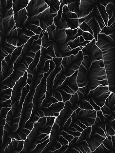 Hiroshi Sugimoto: elec­trical charge from a 400 000 volt Van Der Graaf gen­er­ator to pho­to­graphic film