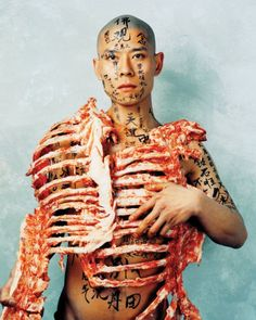 One of the most important Chinese artists of his time, painter, sculptor, and performance artist Zhang Huan is limited only by his imagination. Zhang began his career creating performance pieces that confronted authority and tested his endurance. Chinese Contemporary Art, Chinese Art, Contemporary Artists, Modern Art, Art Conceptual, Op Art, Asian Art, Human Body, Akita