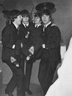 Paul McCartney, George Harrison, Richard Starkey, and John Lennon The Beatles, Foto Beatles, Beatles Photos, Beatles Funny, Paul Mccartney, Alter Ego, Historia Do Rock, El Rock And Roll, Richard Starkey