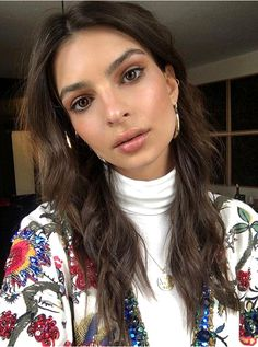 Emily Ratajkowski's textured waves | 35 cute summer hairstyles from models and IT Girls | 2017