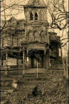 Webster Wagner House in Canajoharie NY. Inventor of the sleeper car. Not abandoned or a mansion but still gorgeous Old Abandoned Buildings, Old Buildings, Abandoned Places, Abandoned Property, Abandoned Castles, Creepy Houses, Spooky House, Haunted Houses, Old Mansions