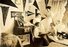 College girls, 1908