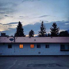 いいね!619件、コメント0件 ― Motel Register(@motelregister)のInstagramアカウント: 「In between the lights, down the spine, one stands cautiously against the sun and its quiet remains.…」