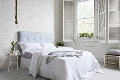 ACAPULCO WAVES BED HEAD A warm summer breeze floating by on lazy Sunday morning. Handcrafted - Mexsii Exclusive - resin buttons are nestled into an oceanic backdrop of luxe Belgian linen . Artwork borders inspired by the waves of Mexico will have you feeling like you are on an endless summer holiday.  STYLE TIP Crisp white linen paired with dashes of light grey will see Acapulco Waves at it's finest. Add in hints of tan leather & timber for a more rustic feel