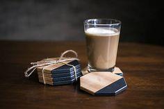 Štýlovedrevené osemuholníkové podšálky/podpivníkysúnatrené tvrdým voskovým olejom. Podšálky sú dostupné v troch farebných variantoch: prírodné (ošetrené olejom)... Glass Of Milk, Barware, Drinks, Food, Drinking, Beverages, Essen, Drink, Meals