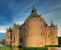 Kasteel Ammersoyen (Ammerzoden Castle), Maasdriel, Gelderland, Netherlands - www.castlesandmanorhouses.com