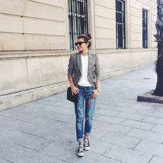 blazer / boyfriend jeans / chucks