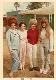 Think Your Hair Can't Be Tamed? Think Again! Everyone wants to have great looking hair, as a good set of locks can completely transform a person's appearance. 1960s Hair, Awkward Family Photos, Retro Pop, Family Humor, Illustrations, Big Hair, Vintage Hairstyles, Vintage Photographs, Vintage Photos