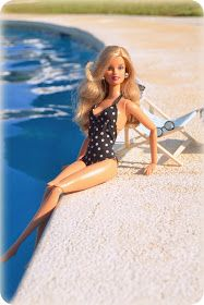 Yeah, I always style my hair before lounging by the pool. Barbie Life, Barbie Dream, Barbie House, Barbie World, Barbie And Ken, Accessoires Barbie, Barbie Fashionista Dolls, Barbies Pics, Beautiful Barbie Dolls