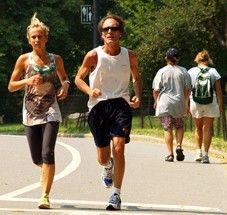 LO QUE OCURRE A NUESTRO CUERPO CUANDO CORREMOS: Cuando corremos, los músculos emiten semioquímicos que contribuyen al desarrollo muscular y al metabolismo de la grasas. Refuerzan el metabolismo de la glucosa, le aportan elasticidad a los vasos sanguíneos y previenen los infartos cerebrales y cardíacos.