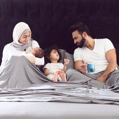 {It's Giveaway Time} Yes, you read that right! I can't tell you guys how much sheets are a super big deal to me ESPECIALLY when you tend to… Cute Family, Family Goals, Beautiful Family, Love Couple, Couple Shoot, Couple Goals, Cute Muslim Couples, Cute Couples Goals, Islam Marriage