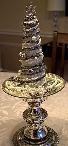 Love this tree made with old jewelry
