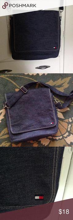 Tommy Hilfiger laptop/book bag. Tommy Hilfiger denim laptop/ book bag in great condition. Measures 14 inches wide 4 deep and 12 tall ,in great condition! Tommy Hilfiger Bags