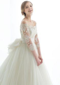 マリア・ラブレース(Maria Lovelace) L'ATERIER MARIAGE(ラトリエマリアージュ)/MVD241×MVX10207 Fancy Wedding Dresses, Tulle Wedding Gown, Boho Wedding Dress, Bridal Dresses, Pretty Dresses, Beautiful Dresses, Fairy Dress, Dream Dress, Marie