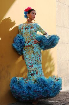 ~*020*~ Flamenca Flamenco Costume, Flamenco Dancers, Costume Ethnique, Spanish Dress, Latin Dance Dresses, Flamenco Dresses, 2015 Fashion Trends, Spanish Fashion, African Print Fashion