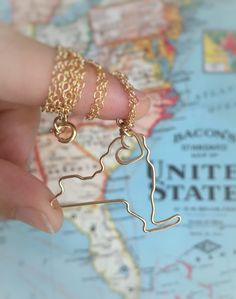 heart ny necklace | gifts bridesmaids travel | http://emmalinebride.com/gifts/gifts-bridesmaids-travel