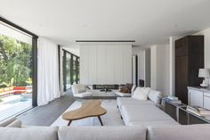Gallery of Opposite House / rzlbd - 13