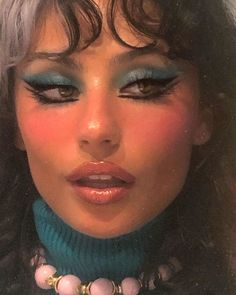 Although plain appearance is the true beauty, but in some occasions it is necessary to make up simply, so you still need to learn to make up. But make-up is not Makeup Tutorial Step By Step, Makeup Tutorial For Beginners, Beginner Makeup, Star Makeup, Makeup Art, 70s Makeup, Vintage Makeup, Disco Makeup, Makeup Meme