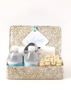 Great idea ~  Welcome Gift and Printable Tag