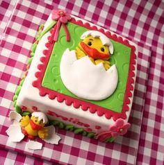 paas taart met kuikentje, how sweet - easter cake