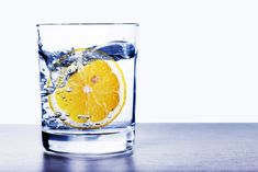 Does carbonated water hurt the enamel on your teeth? Can drinking sparkling water weaken your bones or cause osteoporosis? Find out if drinking seltzer, soda, or carbonated water is bad for you. Health And Nutrition, Health And Wellness, Health Tips, Health Benefits, Lemon Water Benefits, La Constipation, Drinking Lemon Water, Lemon Detox, Fruit Infused Water