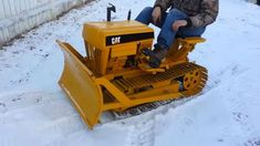 This CAT Mini Dozer has to be one of the coolest things I have seen in a while. So Lane Hanson built this CAT Mini Dozer a few years back and let me tell you, this little thing is Cat Bulldozer, Caterpillar Bulldozer, Caterpillar Equipment, Mini Excavator, Yard Tractors, Small Tractors, Antique Tractors, Vintage Tractors, Honda