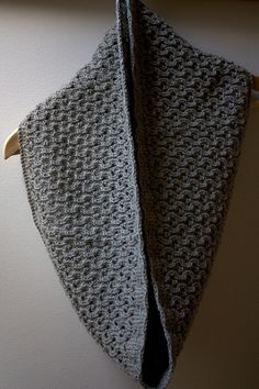 Ravelry: Hourglass Cowl pattern by Leslie Weber