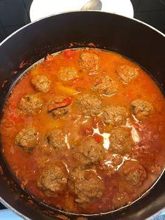 Κεφτεδάκια με σάλτσα !!! ~ ΜΑΓΕΙΡΙΚΗ ΚΑΙ ΣΥΝΤΑΓΕΣ 2 Curry, Ethnic Recipes, Food, Food And Drinks, Curries, Essen, Yemek, Meals