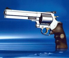 The JTL-E S&W Magnum is a German-made double action revolver. Gold plated trigger and hammer. Survival Weapons, Weapons Guns, Guns And Ammo, 500 S&w Magnum, 454 Casull, Revolver Pistol, Lever Action, Fire Powers, Cool Guns