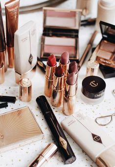 Charlotte Tilbury Make-up und Hautpflege-Kollektion - Beauty, Bath and Skin Care - perfume Make Up Kits, Make Up Tools, Maquillaje Charlotte Tilbury, Charlotte Tilbury Lipstick, Eyeshadow Makeup, Makeup Cosmetics, Eyeliner, Drugstore Makeup, Eyeshadow Palette