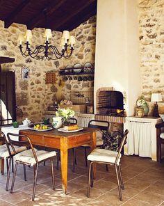 Keltainen talo rannalla: Espanjalaista tyyliä