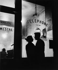 kafkasapartment: Menilmontaut (Devant Chez Mestre), Paris, France 1957. Willy Ronis. Gelatin silver