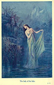 Lancelot Speed, The Lady of the Lake 1912 Illustration for The Legends of King Arthur and His Knights, ed. Sir James Knowles, K. New York: Frederick Warne and Co. King Arthur Legend, Legend Of King, Fantasy Kunst, Fantasy Art, Die Nebel Von Avalon, Morgana Le Fay, Mists Of Avalon, Roi Arthur, Pre Raphaelite