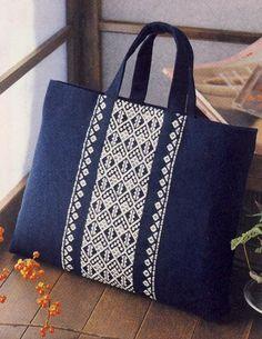 Découvrez la broderie Kogin, un art Japonais fascinant ! Denim Handbags, Denim Tote Bags, Diy Tote Bag, Diy Purse Chain, Lace Bag, Reversible Tote Bag, Potli Bags, Embroidery Bags, Wedding Bag