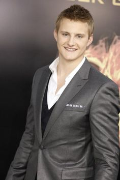Alexander Ludwig as Cato in The Hunger Games. The enemy is almost always good-looking.   @caitlyncrane