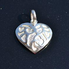 Zilveren hanger Hart Lengte : 2 cm   Gewicht : 4 gr Prijs : 19,95 €  Gratis verzending in Nederland http://www.dczilverjuwelier.nl/zilveren-bedels-hangers