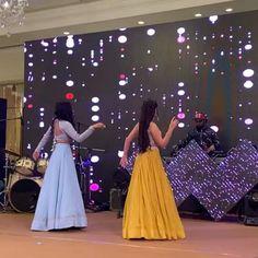 Pakistani Wedding Dance, Indian Wedding Songs, Best Wedding Dance, Wedding Dance Video, Bollywood Wedding, Indian Wedding Outfits, Dance Choreography Videos, Dance Videos, Beautiful Girl Dance
