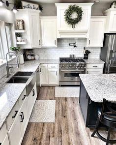 White Farmhouse Kitchens, Farmhouse Kitchen Decor, Kitchen Redo, Home Decor Kitchen, New Kitchen, Home Kitchens, Kitchen Dining, Farmhouse Homes, Kitchen Island