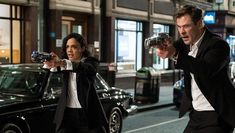 The trailer for the first Men In Black spinoff film Men in Black International, starring Chris Hemsworth, Tessa Thompson and Liam Neeson, is out and it has brought back memories of the original franchise. Men In Black, Tommy Lee Jones, Rebecca Ferguson, Tessa Thompson, Liam Neeson, Chris Hemsworth, Will Smith, Film Trailer, Movie Trailers