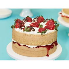 Natalie Dick Light as air strawberries and cream sponge cake recipe - By Australian Women's Weekly, Impress your granny with this indulgent light sponge cake oozing with cream and strawberry jam. Vanilla Sponge, Vanilla Cake, Vanilla Custard, Buckwheat Cake, Naked Cake, Sponge Cake Recipes, Thing 1, Apple Smoothies, Strawberry Jam