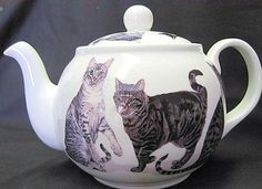 6 Cup Fine Bone China Cats Galore Teapot made in England by Roy Kirkham approx 32 oz.