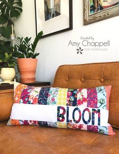 Bloom Strip Applique Pillow with HeatnBond Applique Letters, Applique Pillows, Sewing Pillows, Embroidery Applique, Patchwork Cushion, Patchwork Bags, Quilting Projects, Sewing Projects, Sewing Tutorials