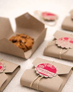 Biscuit packaging DIY template for gifts - Geschenke. DIY - Katharina says … Everyone loves cookies # Cookie Monster StudioStories. likes this. Homemade Gifts, Diy Gifts, Cookie Box, Cookie Gifts, Cookie Favors, Food Packaging, Packaging Ideas, Packaging Design, Packaging For Cookies