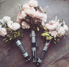 Wedding Flower Light Saber Bouquet - In honor of Star Wars, and that you're no longer flying (Han) Solo, we've rounded up 11 must-have items for your Star Wars themed wedding. Star Wars Wedding, Geek Wedding, Wedding Goals, Wedding Humor, Wedding Planning, Wedding Stuff, Wedding Band, Wedding Reception, Cute Wedding Ideas