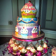 Cakes shaped as cupcakes