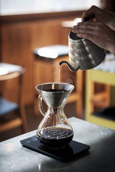 Coffee recipe Coffee drinks homemade coffee homemade iced all about coffee affo Irish Coffee, Coffee Cafe, Coffee Drinks, Coffee Shop, Drinking Coffee, Coffee Brewers, Nyc Coffee, Coffee Lovers, Expresso Coffee