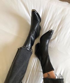 In search of ladies boots and shoes? Shoes You Can Wear Without Socks. Cute Shoes, Me Too Shoes, Estilo Ivy, Fashion Shoes, Fashion Outfits, Fashion Tips, Fashion Fashion, Fashion Ideas, Fashion Beauty